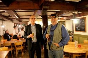 Niggi Wirz und Peter Jörger freuen sich über den gelungenen Umbau.