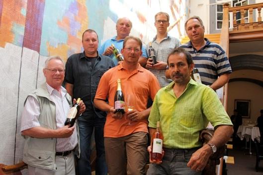 Zufriedene Winzer: Peter Nussbaumer, Ambros Thüring, Freddy Löw, Urs Rinklin, Thomas Engel, Ueli Bänninger und Urs Jauslin (von links).