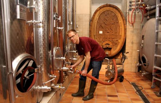 Gold für den Maispracher Riesling-Sylvaner: Thomas Engel hat beim schwierigen 2013er-Wein gute Arbeit geleistet.