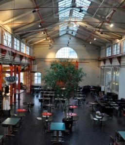 Gastronomisch umgenutzt: In der ehemaligen Maschinenfabrik Sulzer-Burkhardt wurden bis zur Jahrtausendwende Vakuumpumpen und Kompressoren hergestellt.