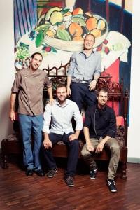 Haben bald ein zweites Standbein im Gundeli: Tim Kröpfli (rechts) wird Geschäftsführer im «eo ipso», Marc Stocker, Daniel Brunner und Mathias Nydegger (v.l.) bleiben im «5 Signori».
